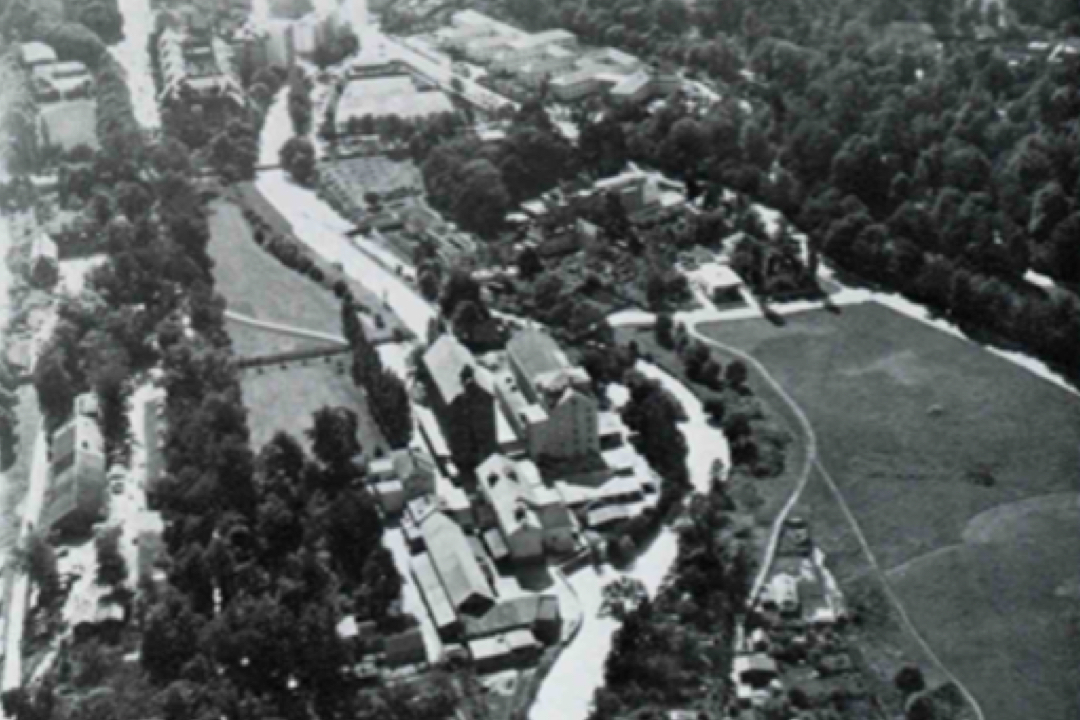 Aerial view from the north before the redevelopment